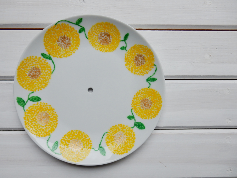 Lu cake stand yellow flowers done