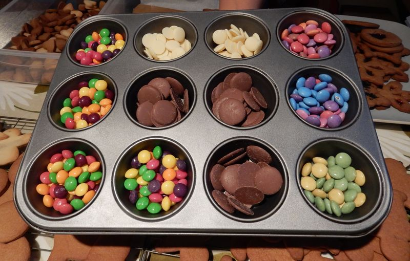 Gingerbread sweets in tray