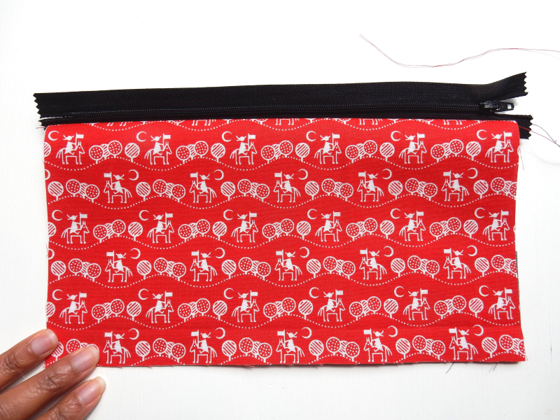 Lu Zippered Pouch Tutorial showing layers on one side of zip
