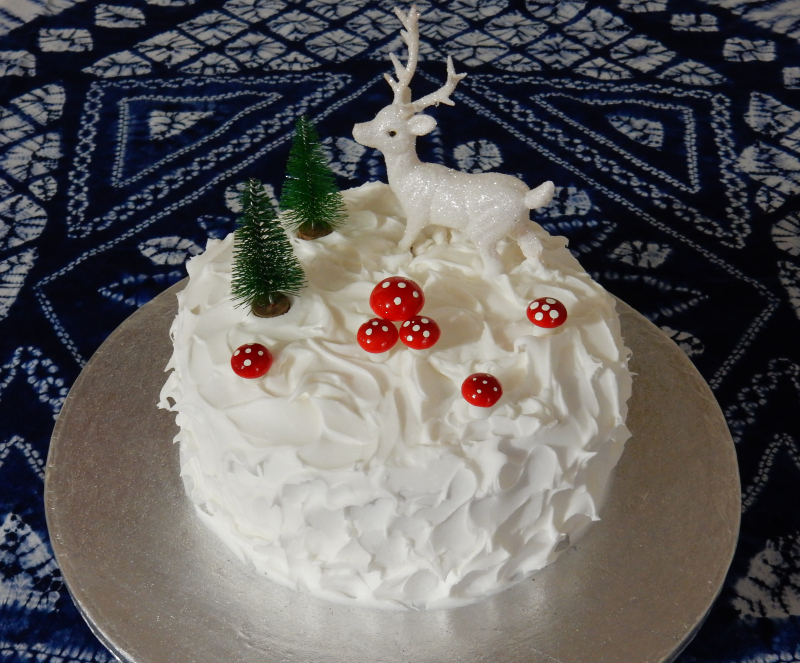 Lu Christmas cake tutorial finished on tablecloth