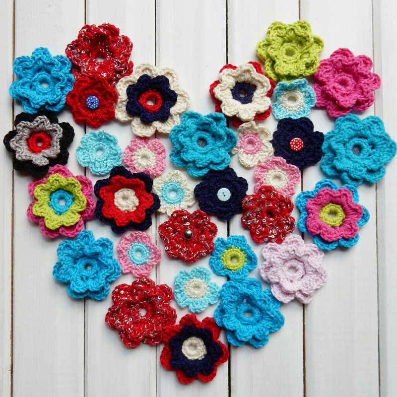 Lu Me and Crochet flowers in heart form