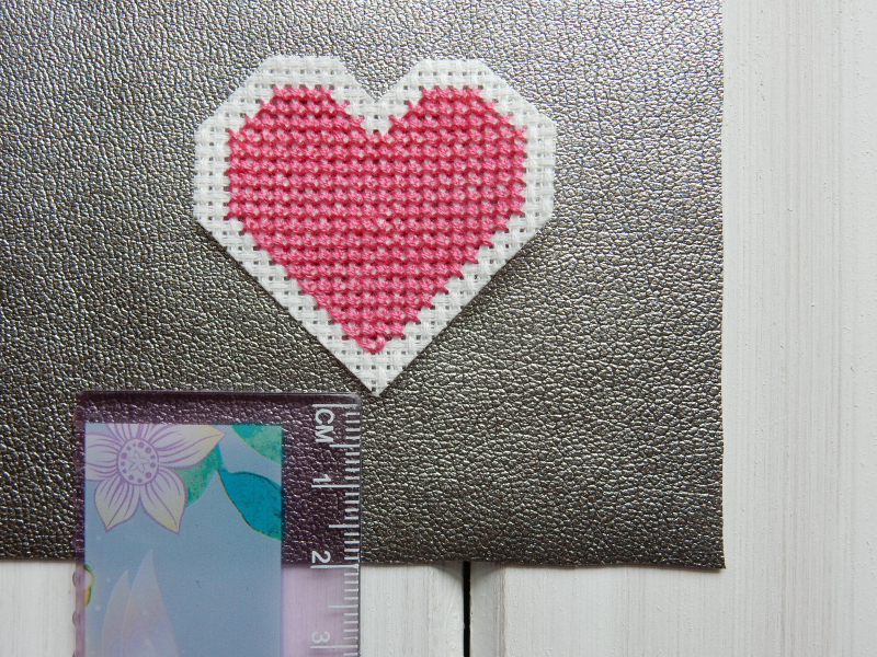 Lu leatherette pouch measuring heart on pouch 2