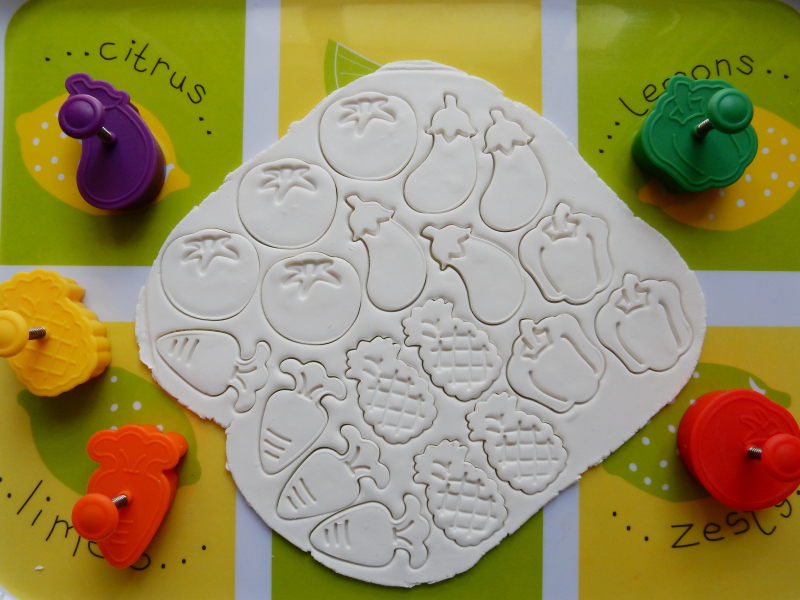 Lu fruit and veg magnets shapes pressed