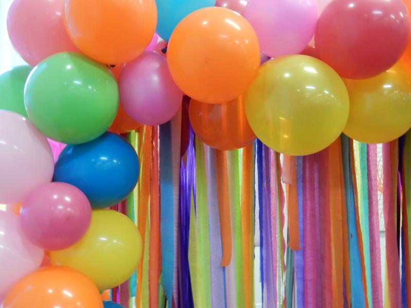 Blogtacular Review balloon backdrop